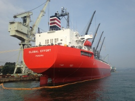The large global effort ship from Panama